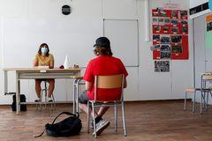 Un alumno de 2º de ESO de un instituto de Sitges (Barcelona).