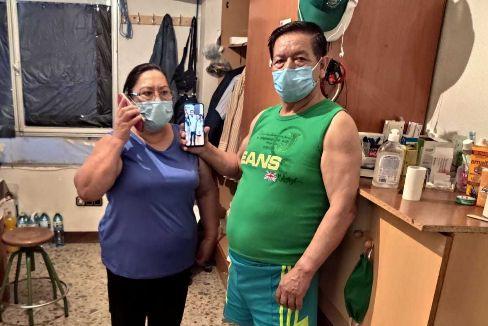 Isabel y Gabino, el martes, en su piso de Totana.