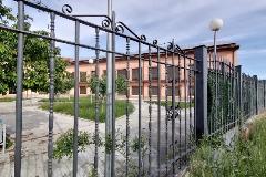 Una perspectiva del edificio de la Residencia Valle del Cuco, en Adrada de Haza (Burgos), intervenida por el Ejército el 25 de marzo pasado.