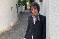 Marc Ros posa en Cadaqués, escenario de su primera novela.