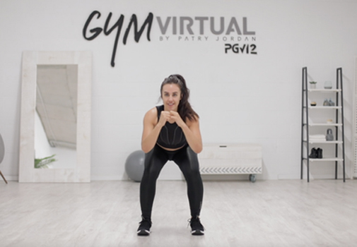 Patry Jordán durante uno de sus entrenamientos con sentadillas. Foto: Gym Virtual.