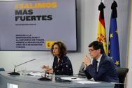 María Jesús Montero y Salvador Illa, en rueda de prensa tras el Consejo de Ministros.