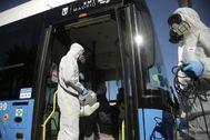 Desinfección de autobuses de la EMT para impedir el contagio del coronavirus