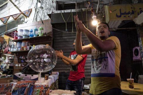 Dos vendedores en un mercado jordano