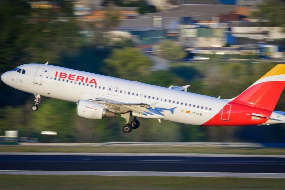 Un avión de Iberia en el aeropuerto de Barajas, en Madrid.