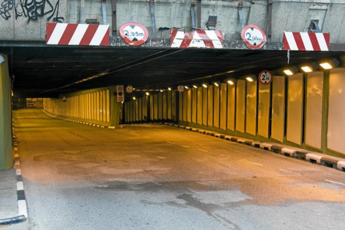 Entrada a los túneles de Azca, en el Paseo de la Castellana