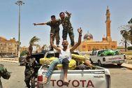 Combatientes del GNA celebran la toma de control de Tarhuna.