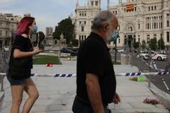 01 de junio de 2020. Carteles y banderas en la fachada del Ayuntamiento de lt;HIT gt;Madrid lt;/HIT gt;.