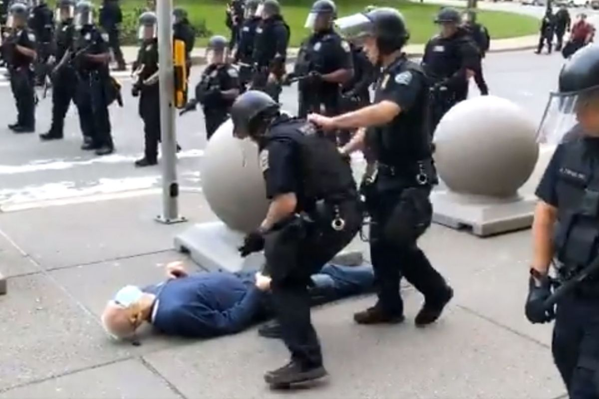 "In this still images courtesy of National Public Radio (NPR) television station WBFO and taken by Mike Desmond, a 75-year-old protester falls to the ground after being shoved by lt;HIT gt;Buffalo lt;/HIT gt;, New York, police, on June 4, 2020, after lt;HIT gt;Buffalos lt;/HIT gt; curfew went into effect, according to media reports. - The protester was reported to be in stable but serious condition at a local hospital, according to NPR WBFO on June 5. (Photo by Mike Desmond / WBFO NPR / AFP) / RESTRICTED TO EDITORIAL USE - MANDATORY CREDIT ""AFP PHOTO / WBFO NPR / Mike DESMOND"" - NO MARKETING - NO ADVERTISING CAMPAIGNS - DISTRIBUTED AS A SERVICE TO CLIENTS"