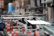 Línea de producción cerámica, en una empresa de la provincia.