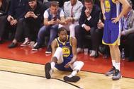 Kevin Durant, tras sufrir su lesión hace un año.