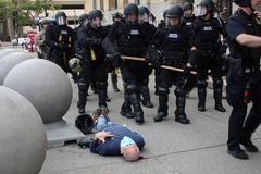 El anciano tras ser empujado en una manifestación en Buffalo.