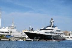 Yates atracados en el puerto de la Marina, en Valencia.