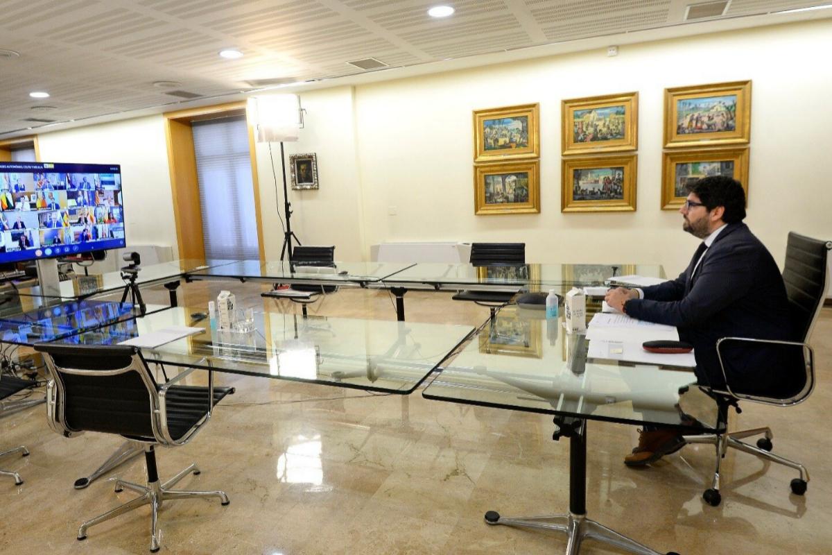 El presidente de Murcia, Fernando López Miras, este domingo, en la conferencia de presidentes.