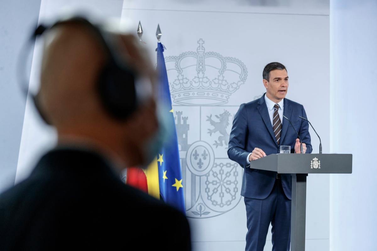 El presidente del Gobierno, Pedro Sánchez, este domingo, en una rueda de prensa.