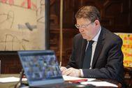 El presidente Ximo Puig durante la videoconferencia con Sánchez y el resto de presidentes autonómicos.