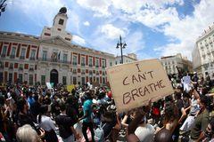 """Salvador Illa pide """"responsabilidad"""" a los manifestantes: """"El virus está ahí"""""""