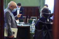 Rafael Simancas habla con Pablo Echenique en la Junta de Portavoces de la semana pasada.