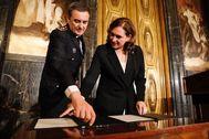 Ada Colau junto al actual jefe de la Urbana el día de su nombramiento