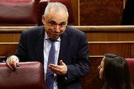 Rafael Simancas, en un descanso del Pleno del Congreso.