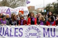 Begoña Gómez y varias ministras en la cabecera de la manifestación del 8-M.