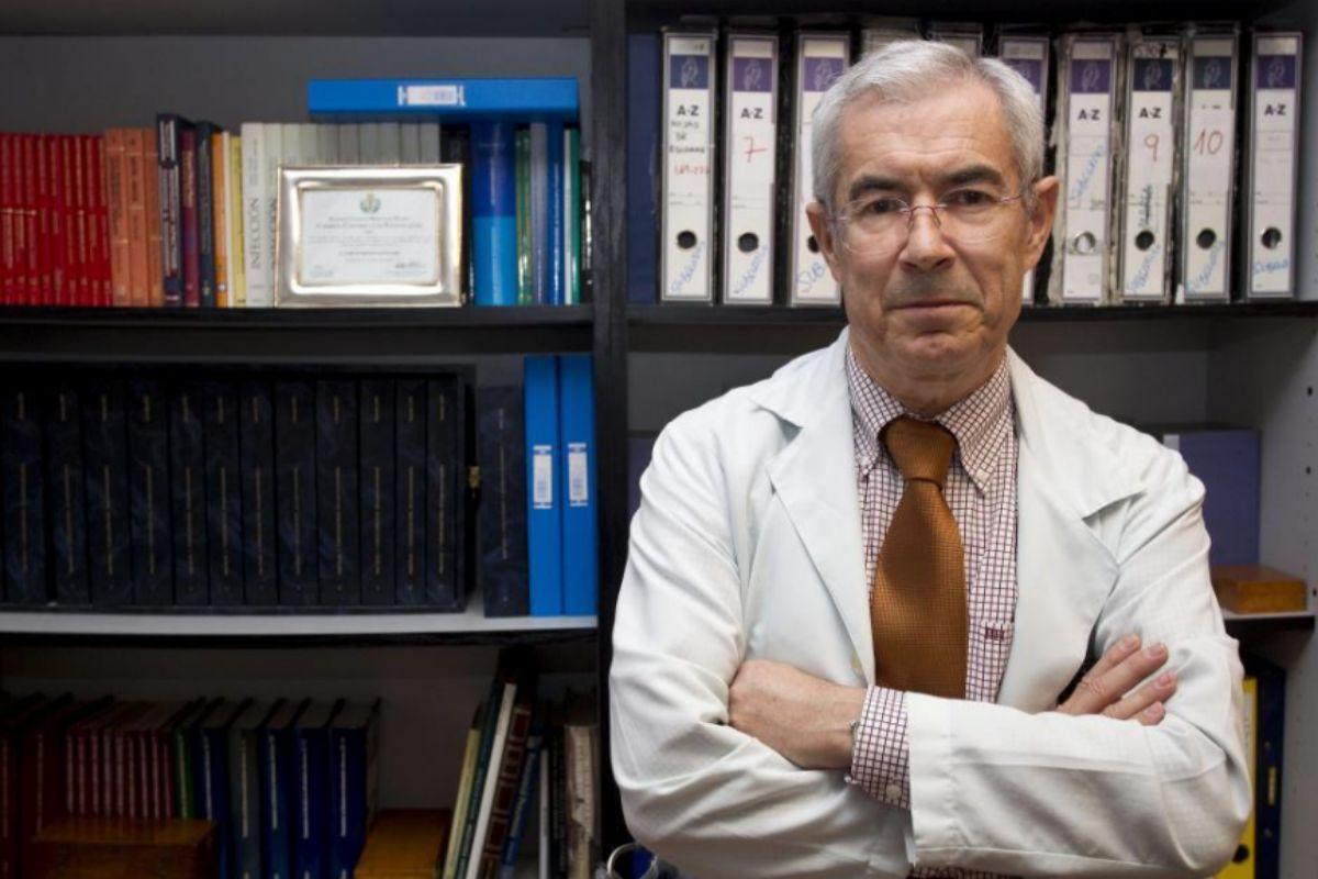 """El jefe emérito de Microbiología del Marañón: """"A finales de febrero desde Italia ya nos advertían de que la gente moría como chinches"""""""