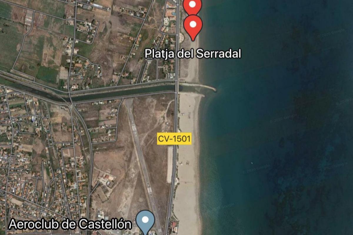 Playa del Serradal, que ha perdido su Bandera Azul, junto a la desembocadura del río Seco, en Castellón.
