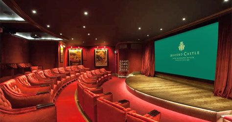 El cine privado con 32 butacas.
