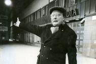 """Stig Engström, el """"hombre de Skandia"""", en las puertas de la sede central de la empresa."""
