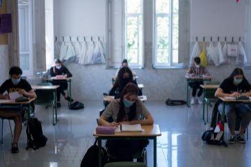 Niños hasta los 10  años sin mascarilla y sin distancia social y 20 alumnos por aula