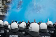 Los hinchas se preparan para asistir al derbi de Hamburgo.