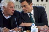 Felipe González y Pedro Sánchez, en un acto pasado de líderes socialdemócratas.