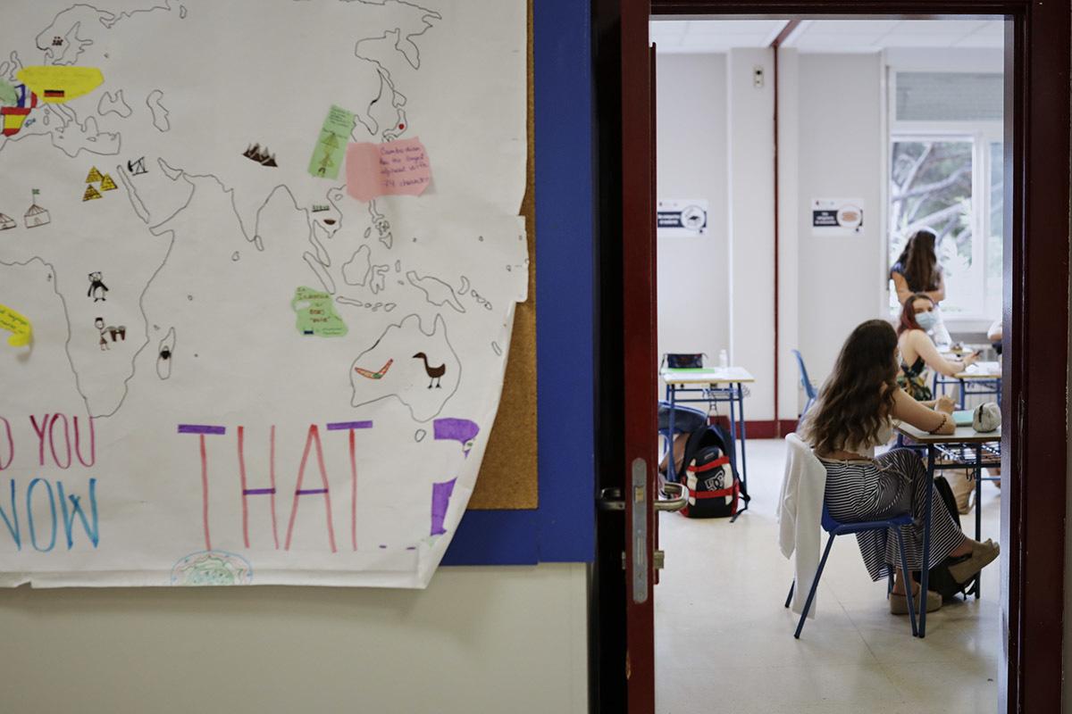 Alumnos inician las clases en un colegio de Madrid.