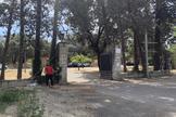 Un joven, a las puertas del centro de menores no acompañados (menas), en la Casa de Campo.
