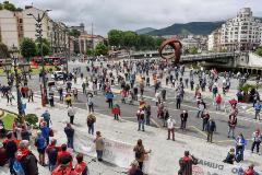 GRAFCAV6363. BILBAO (BIZKAIA).-Cientos de jubilados se concentran este lunes ante el ayuntamiento de Bilbao, en una jornada en la que los movimientos de pensionistas vascos han vuelto a celebrar concentraciones en las tres capitales de Euskadi para reclamar unos servicios sanitarios públicos de calidad, y denunciar la precariedad laboral y la dificultad para encontrar lt;HIT gt;empleo lt;/HIT gt; para los mayores de 60 años.