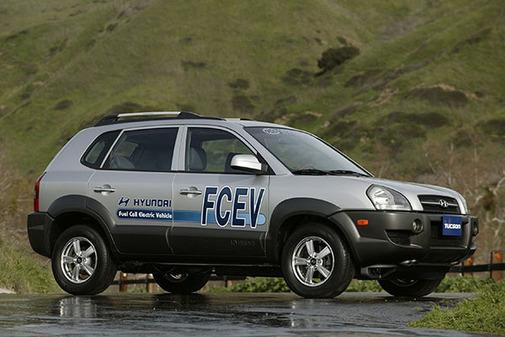 En 2004 presentó el Tucson FECV en el Salón de Ginebra.
