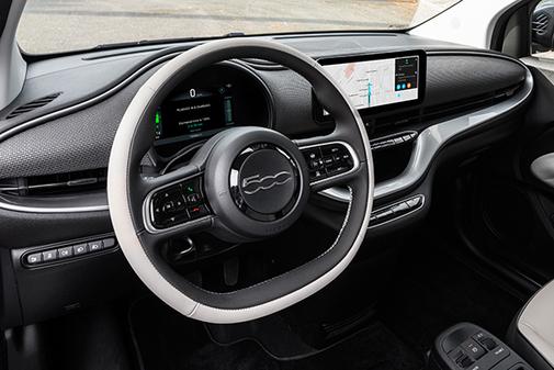 El interior, de nuevo diseño, recoge las nuevas tecnologías de infoentretenimeinto, conectividad y asistencia a la conducción.