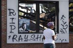 El restaurante donde ocurrieron los hechos en Atlanta ue incendiado.