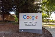 ACOMPAÑA CRÓNICA: EEUU TECNOLOGÍA - AME3939. CUPERTINO (ESTADOS UNIDOS), 02/06/2020.- Fotografía del pasado 29 de mayo de 2020 que muestra la sede de Google, en Mountain View, California (EE.UU.). Twitter ya ha dicho a sus empleados que no hace falta que regresen jamás a la oficina. Facebook quiere que la mitad de los suyos trabajen desde casa en 10 años. El COVID-19 ha acelerado el empleo remoto en lt;HIT gt;Silicon lt;/HIT gt; lt;HIT gt;Valley lt;/HIT gt;, lo que, a su vez, amenaza la existencia misma del clúster tecnológico.