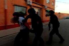 Operación de la Policía Nacional en la que se llevan detenido a un reclutador islamista, el 22 de mayo..