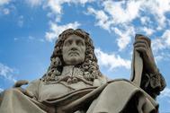 La estatua de Jean-Baptiste Colbert.