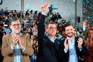 El candidado a la Xunta de Galicia, Alberto Núñez Feijóo (centro), con Mariano Rajoy (izqda.) y el presidente del PP, Pablo Casado, el 1 de marzo, en Orense.