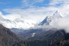 El Ama Dablam, 'el collar de la madre', para los sherpas.