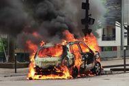 Un coche arde en Dijón tras los disturbios entre magrebíes y chechenos