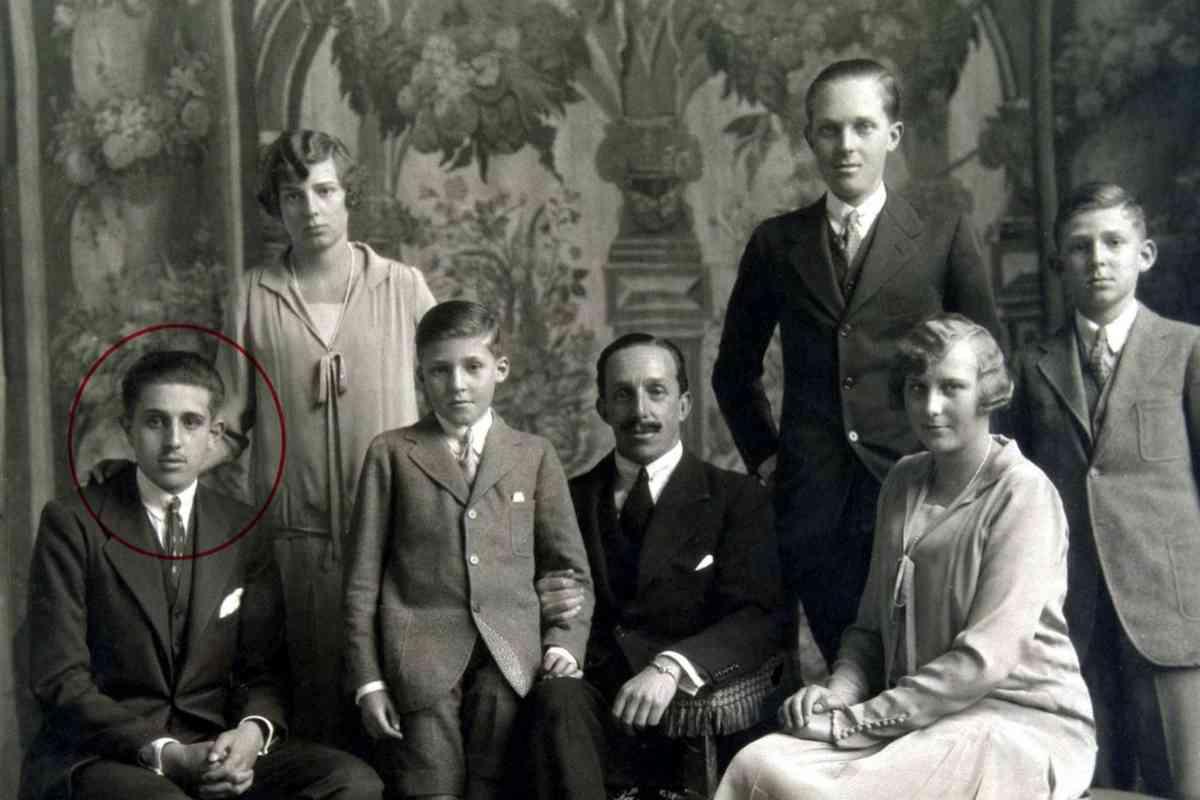 Alfonso XIII y sus hijos: de pie y de izquierda a derecha, María Cristina, Alfonso y Juan. Sentados: Jaime, Gonzalo y Beatriz.