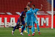 GRAF2042. BARCELONA.- El delantero del FC Barcelona, lt;HIT gt;Ansu lt;/HIT gt; lt;HIT gt;Fati lt;/HIT gt; (i), celebra el primer gol del equipo blaugrana durante el encuentro correspondiente a la jornada 29 de primera división que disputan esta noche frente al CD Leganés en el estadio del Camp Nou, en Barcelona.