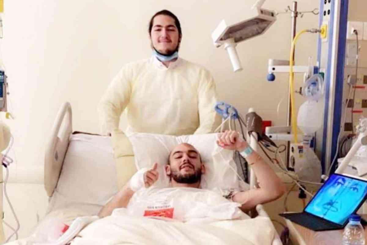 Mohamed, hermano de Al Walid bin Jalid, que ha sufrido un accidente similar al suyo, aunque se recupera favorablemente.