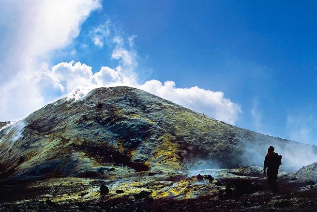 Así es el fabuloso ascenso al Etna, el mayor volcán en activo de Europa