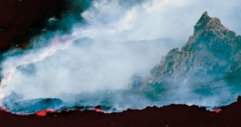 La herida abierta en el costado del Etna desangra al volcán.