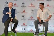 Ronaldo junto a Juan Manuel Cendoya, vicepresidente del Santander.